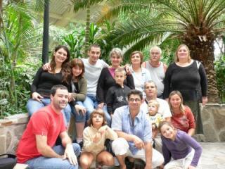 http://en-quete-du-bonheur.cowblog.fr/images/lafamille-copie-1.jpg